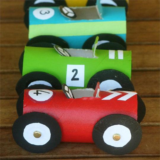 AUTIĆ OD KARTONA – napravite sa vašom dečicom njihovu novu omiljenu igračku!