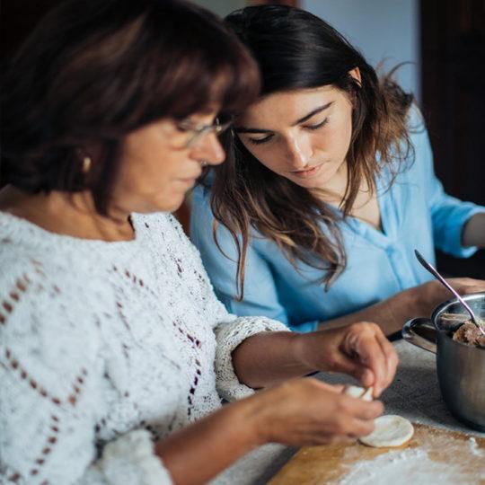 PORODICA: Saveti za bolju komunikaciju mame i ćerke – razlika u godinama ne mora biti prepreka!