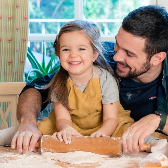 U SIGURNIM RUKAMA: SUPER-TATE otkrivaju koji su proizvodi za negu kože dece najmoćnija zaštita