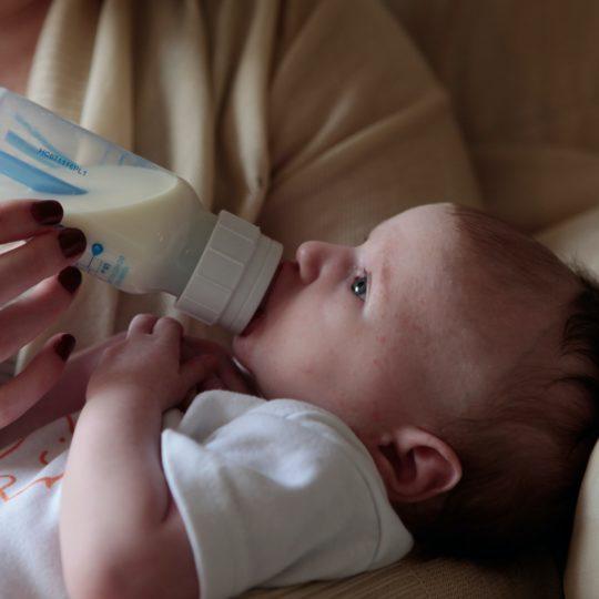 Alergija na proteine mleka: Pravilna ishrana, simptomi, saveti!